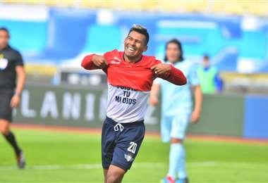 Willan Álvarez celebra su gol anotado a Bolívar. Foto. APG Noticias