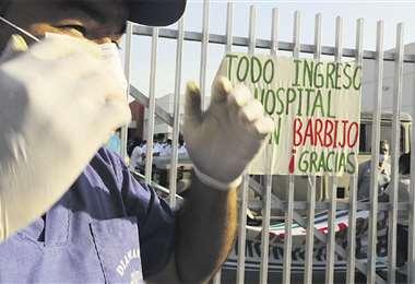En el hospital el Bajío, el personal se rehusó el miércoles a recibir a la paciente que precisaba atención. Foto: Ricardo Montero