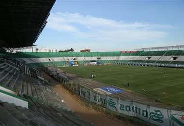 El partido se juega en el estadio Tahuichi Aguilera. Foto. Jorge Uechi