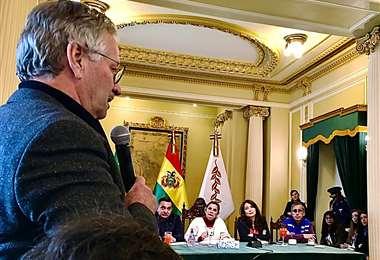 El director general de EL DEBER, Pedro Rivero Jordán, realizó preguntas a la presidenta Jeanine Áñez ayer en Palacio Quemado
