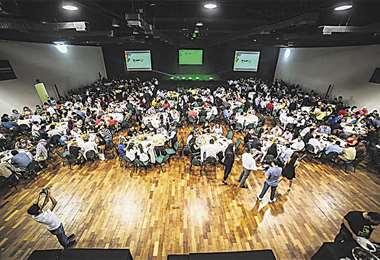 El centro de convenciones de la Fexpocruz es el más grande de Bolivia, tiene cinco grandes salones