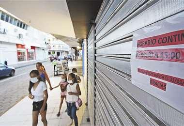 La gente opta por quedarse en casa y esa decisión se percibe también en las calles de Santa Cruz. Foto: Jorge Gutiérrez