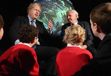 El primer ministro Boris Johnson y el naturalista David Attenborough en el lanzamiento de la COP26 de cambio climático, hoy en duda por el coronavirus (imagen Andrew Parsons / No10 Downing Street)