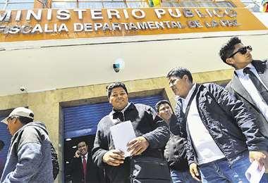Dirigentes de Adepcoca estuvieron ayer en la Fiscalía de La Paz. Foto: APG Noticias