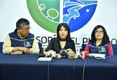 La autoridad en conferencia de prensa I Foto: Defensoría.