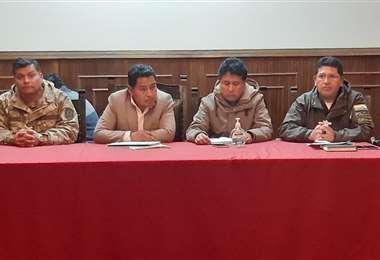 Aguilar se encuentra reunido con otras autoridades de Oruro para analizar nuevas medidas ante el coronavirus.