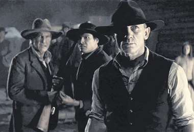 Jon Favreau revitaliza el western con Cowboys & aliens (foto superior). También ha vuelto a cabalgar en el cine con películas como La balada de Buster Scruggs, de los Coen.