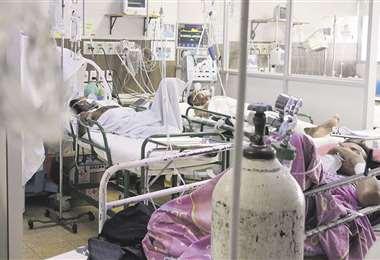 Los 120 respiradores pulmonares que se encuentran en el departamento de Santa Cruz están ocupados . Foto: Fuad Landívar