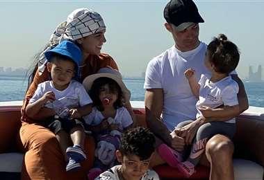 Cristiano Ronaldo con su familia completa. Foto: Instagram Georgina Rodríguez