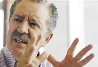 Cristóbal Roda, tiene 62 años y está casado con Vivian Roden; tiene cuatro hijos