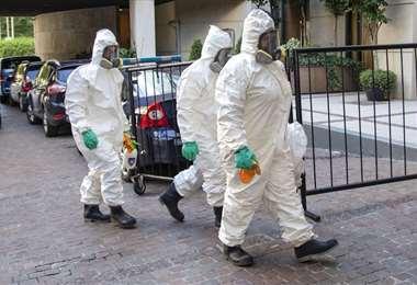 El personal sanitario argentino extrema esfuerzos para atender a los pacientes con coronavirus. Foto: Telam