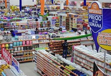 Los supermercados cumplen con una labor clave, la del suministro de alimentos y otros insumos para el hogar. Foto: Internet
