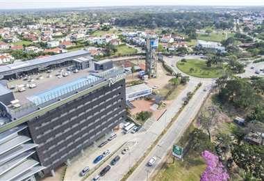 El hotel está ubicado en una de las zonas más exclusivas de Santa Cruz, el Urubó