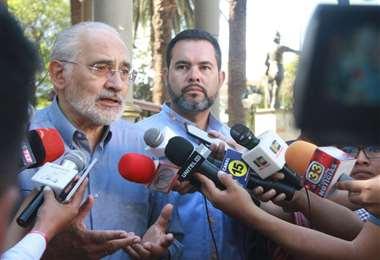 El expresidente en contacto con medios I Foto: archivo.