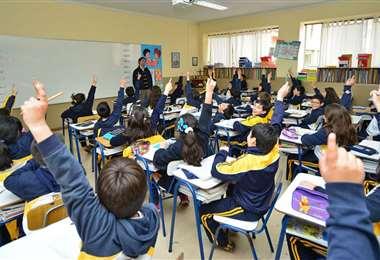 Prolongó la suspensión de actividades educativas presenciales hasta mayo