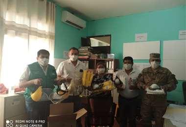 Autoridades del Sedes entregan insumos para la toma de muestras de coronavirus en Roboré