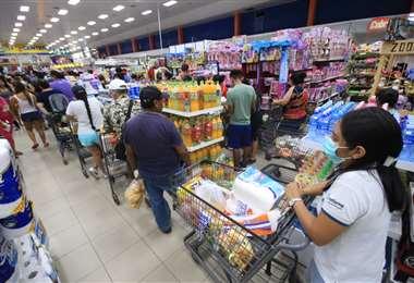 Las cadenas de supermecados priorizan el abastecimiento básico/Foto: Hernán Virgo