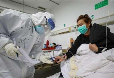 El personal médico se expone a os riesgos de contagio del virus