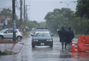 Policías realizan control de circulación vehicular en toda la ciudad