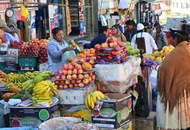 En los mercados los productos básicos se ofertan a diario. El Gobierno también pide evitar el agio y la especulación