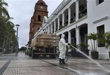 Alcaldía lava y desinfecta la plaza 24 de Septiembre/ Foto: Alcaldía