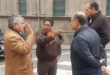 Lasa autoridades partieron de plaza Murillo I Foto: Radio Líder.