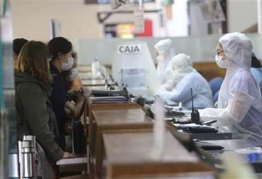 Los extranjeros en el aeropuerto cruceño I Foto: Ipa Ibáñez.