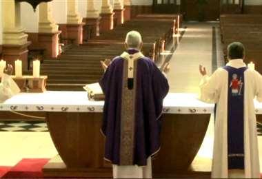 Así fue celebrada la misa en Santa Cruz I Foto: redes.