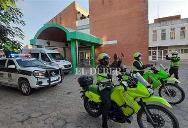 La Policía manifestó su agradecimiento a los médicos. Foto Jorge Ibañez