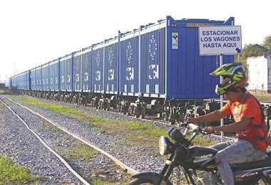 Los contenedores se encuentran vacíos. Desde hace varias semanas están estacionados. Foto: JORGE IBÁÑEZ