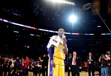 Kobe Bryant pronuncia un discurso tras su último partido en la NBA en 2016. Foto: AFP