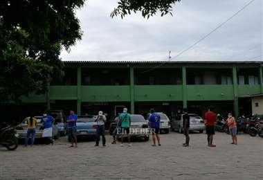 Los arrestados fueron llevados a dependencias de la Policía. (Foto: Jorge Uechi)