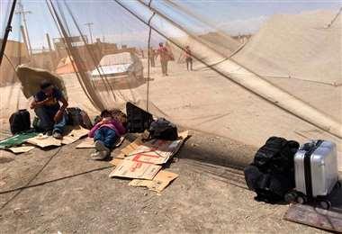 Los bolivianos acampan en el sector I Foto: APG Noticias.