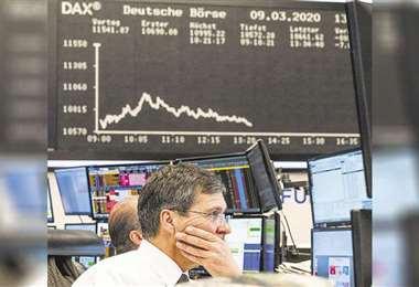La fuerte caída de la demanda del producto, sumado a la guerra comercial y el desacuerdo de la OPEP golpean en el producto./Foto: AFP