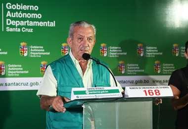 El secretario de Salud Óscar Urenda  brinda detalles de los casos en Santa Cruz