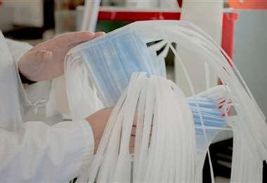Las confeccionistas apuran la elaboración de materiales de prevención para el personal médico quee stá en contactos con personas contagiadas con Covid-19
