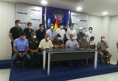 Autoridades de Gobierno brindaron este martes una conferencia de prensa en Santa Cruz