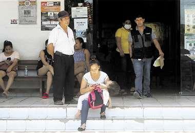 En La Guardia, gente con síntomas de dengue copa los servicios de consulta externa y emergencia