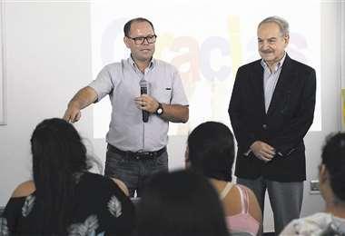 Carlos Dabdoub (derecha) habló ayer en el simposio de la Unifranz. Foto: Jorge Gutiérrez