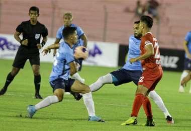 El partido entre el rojo de Montero y la academia cruceña se juega en Montero. Foto. Fuad Landívar