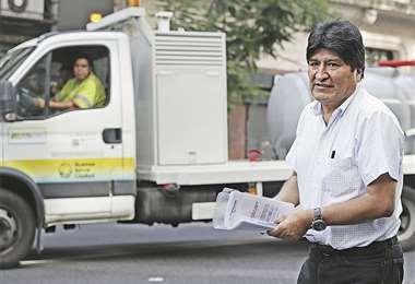 Evo Morales tendrá que acostumbrarse a las calles porteñas o volver al país y enfrentar el juicio . Foto: AFP