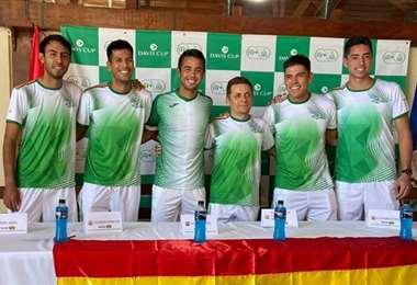Arias, Zeballos, Hugo Dellien, Blacutt (capitán), Mendoza y Murkel Dellien componen el equipo de Bolivia. Foto: FBT