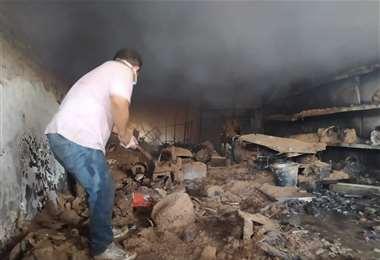El incendio se produjo este viernes. Vecinos intentaron apagar las llamas