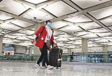 El aeropuerto de Shanghái en una imagen poco común, prácticamente vacío. Foto: AFP
