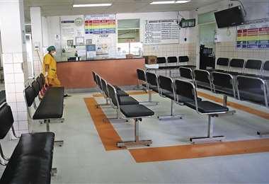 La sala vacía de la CPS de donde salió el paciente que inicialmente fue considerado sospechoso. Foto: JORGE IBÁÑEZ