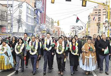 El Alto festejó ayer 35 años de creación. En el desfile hubo reproches a funcionarios ediles y a la Policía. Foto: AGP Noticias
