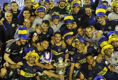 La celebración del plantel de Boca Juniors que este sábado sumó un nuevo título en Argentina. Foto: Internet