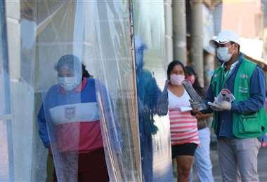 Varias cabinas han sido instaladas en la ciudad, especialmente en el ingreso de hospitales y mercados/FOTO: RICARDO MONTERO