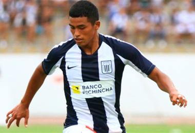 Aguilar seguirá jugando en Alianza Lima hasta cumplir 18 años