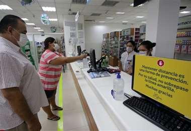 Farmacorp toma medidas preventivas en atención del público. Foto: Jorge Gutiérrez